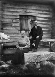 Lantbrevbäraren Erik Stolpe f. 1854 d. 1946 och hustrun Klar
