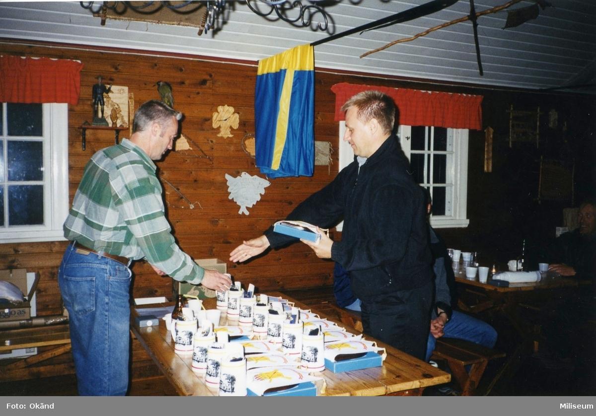 Personalaktivitet, I 12 på Eksjö Scoutgård, Skälsnäs. Prisutdelning. Per Sandgren, I 12 och Anders Thornqvist, I 12.