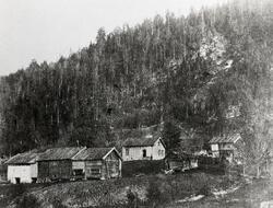 Øvre Skogen, hus, uthus
