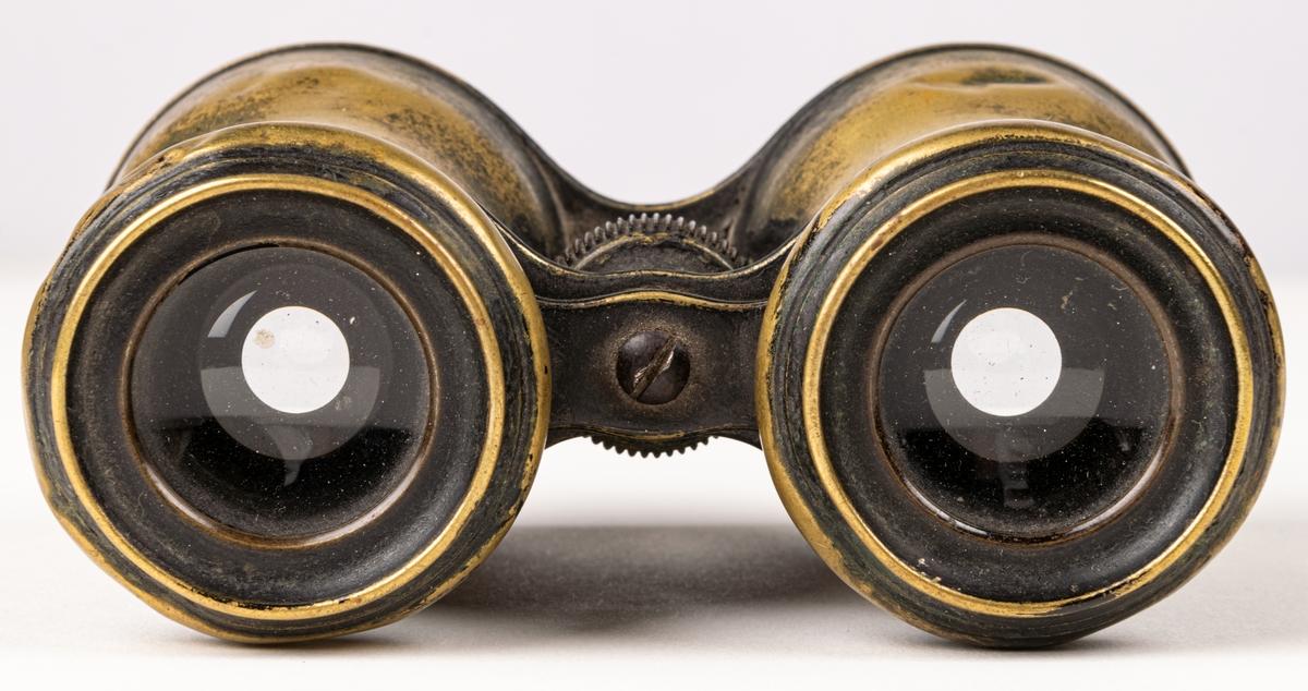 Kikare med mässingshölje och ställbart ocular. Kikaren har använts av givarens far, Sjökapten S.O Ohlin, Gävle.