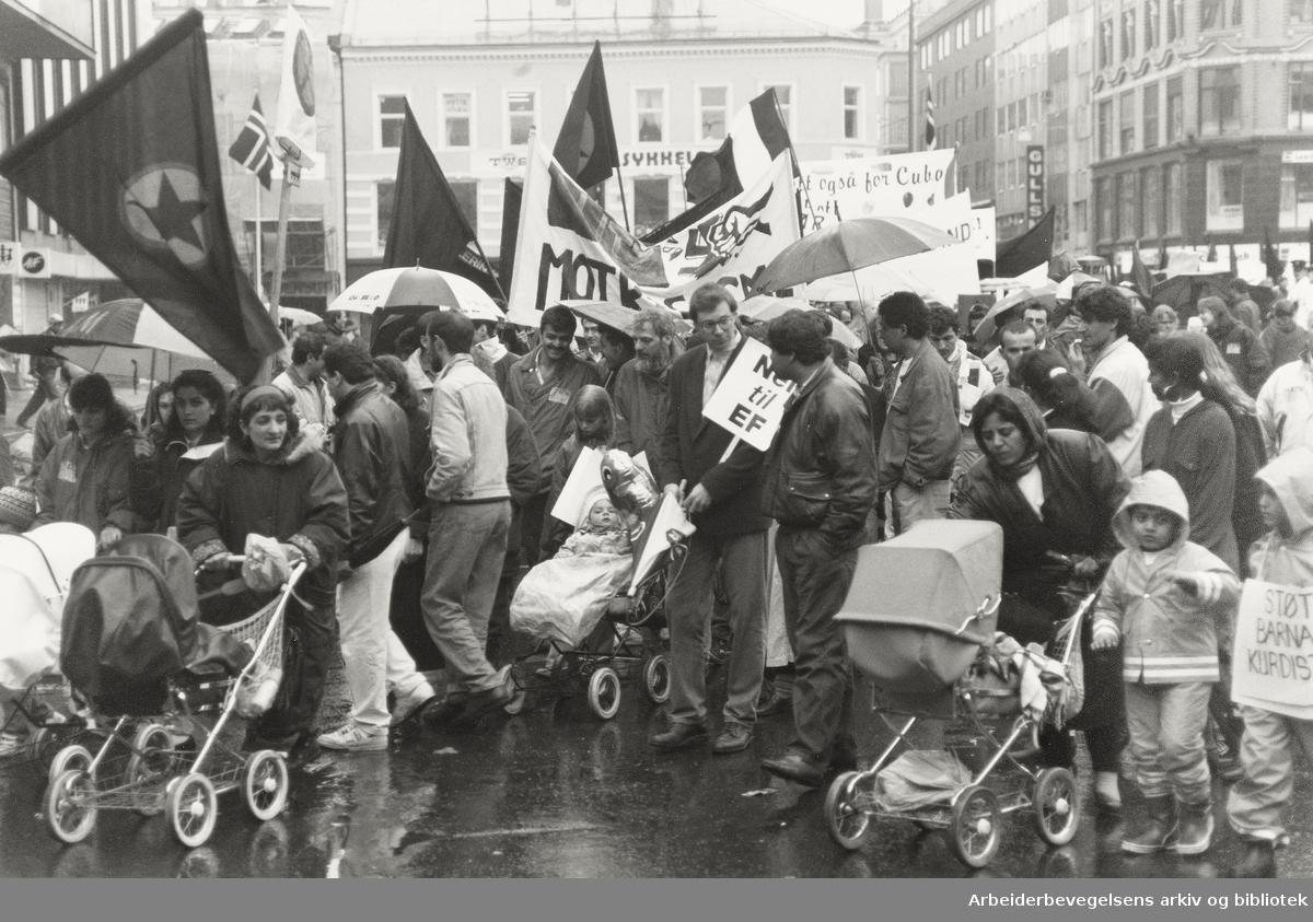 1. mai 1992. Ulike slagord: Mot rasisme, Støtt barnas Kurdistan og Nei til EF