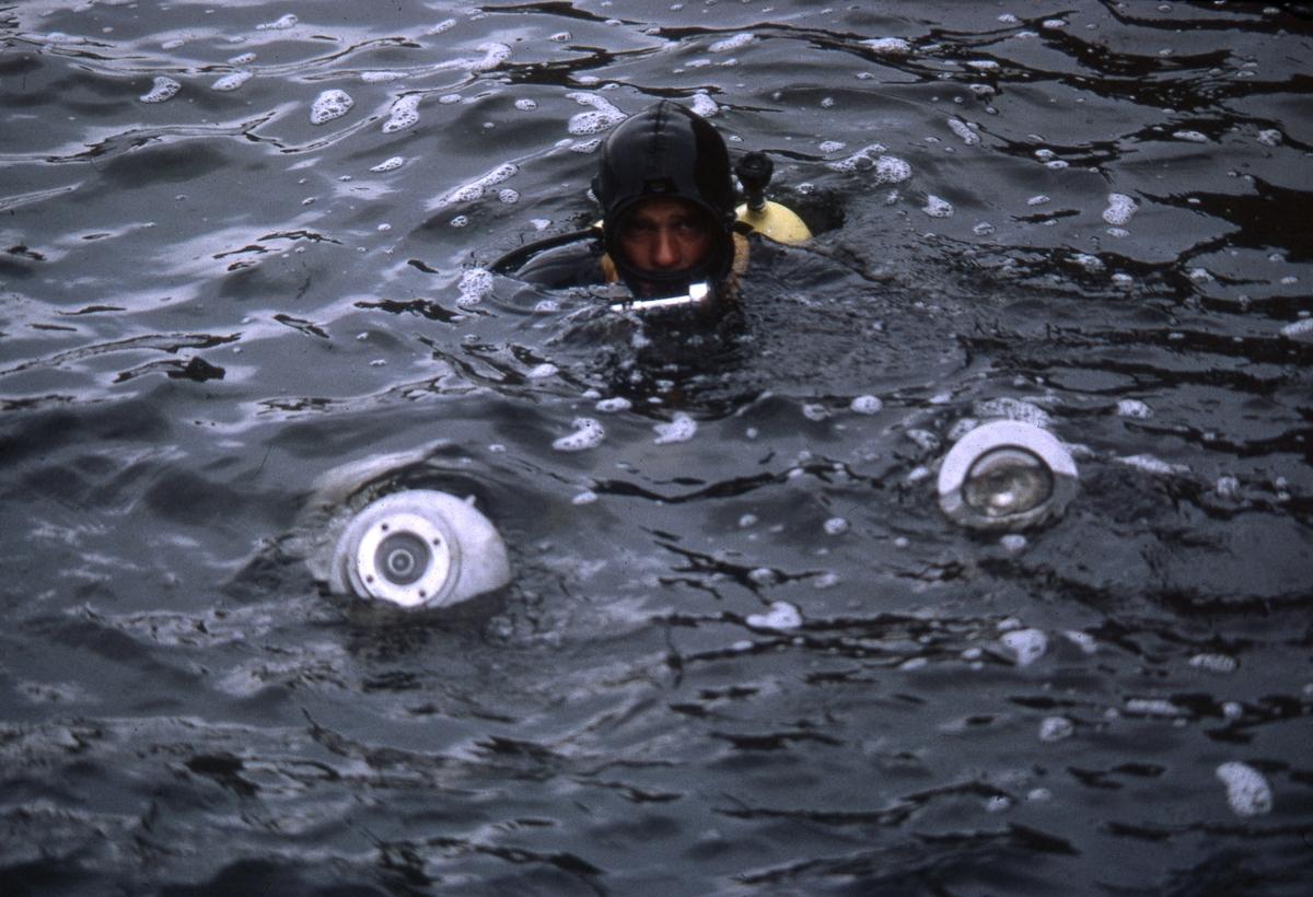 Felt 1967. Dykker med lykt.