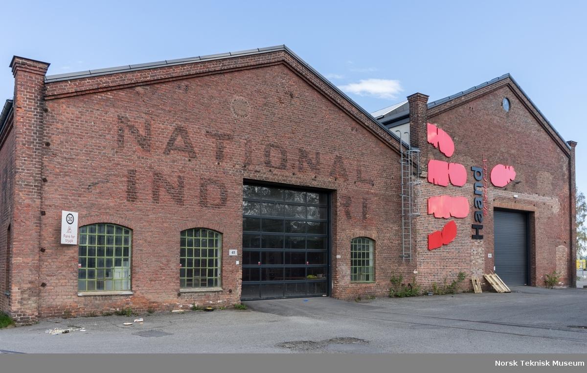 Bygg 41 og 42 påmalt National Industri. Opprinnelig verkstedbygg, senere plateverksted og fra 2015 til 2019 produksjonslokaler og kontor for Haandbryggeriet.