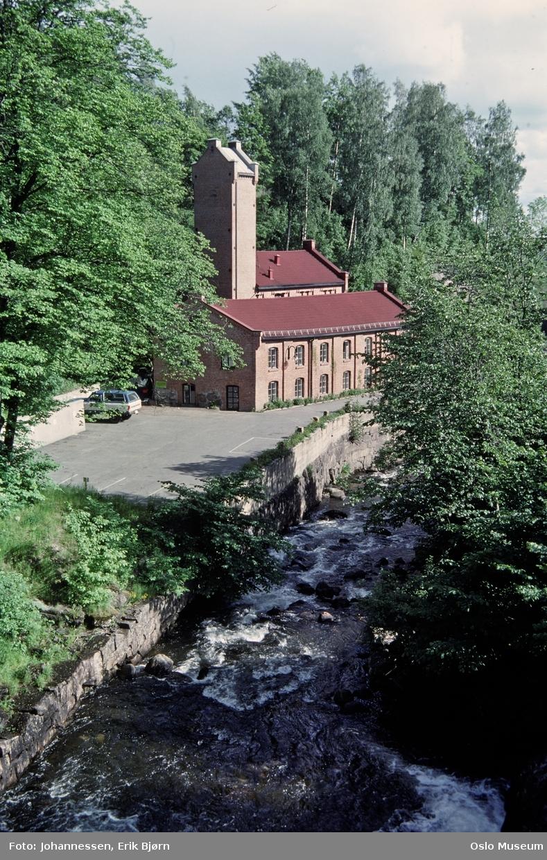 elv, fabrikkbygning, Nydalens Compagnie, Gamle Farveri, parkeringsplass, løvskog