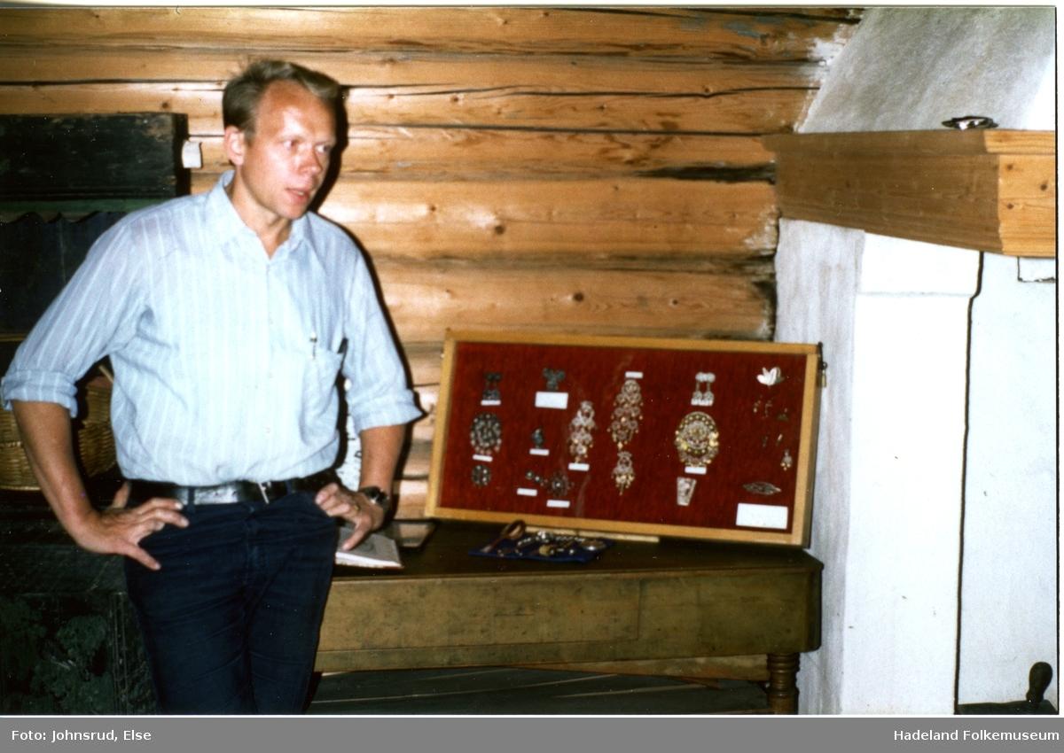 Husflidsarrangement på Hadeland Folkemuseum sommeren 1982.