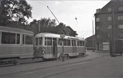 """Sporvognstog med vogn 706 (også kalt """"Dukke Lise"""") i Brønshø"""