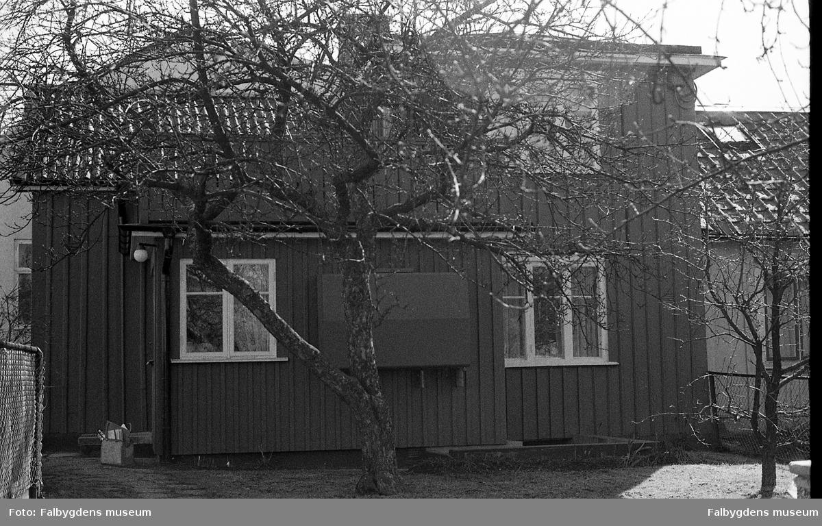 Byggnadsinventering 1972. Plåtslagaren 2. Bostadshusets gårdssida.