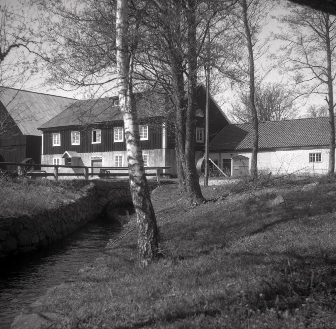 Arbetarbostäder och industribyggnader på Strömsrums bruk.