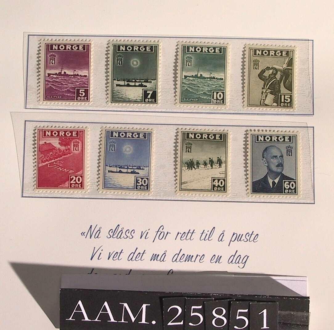 Form: 8 frimerker montert i omslag.