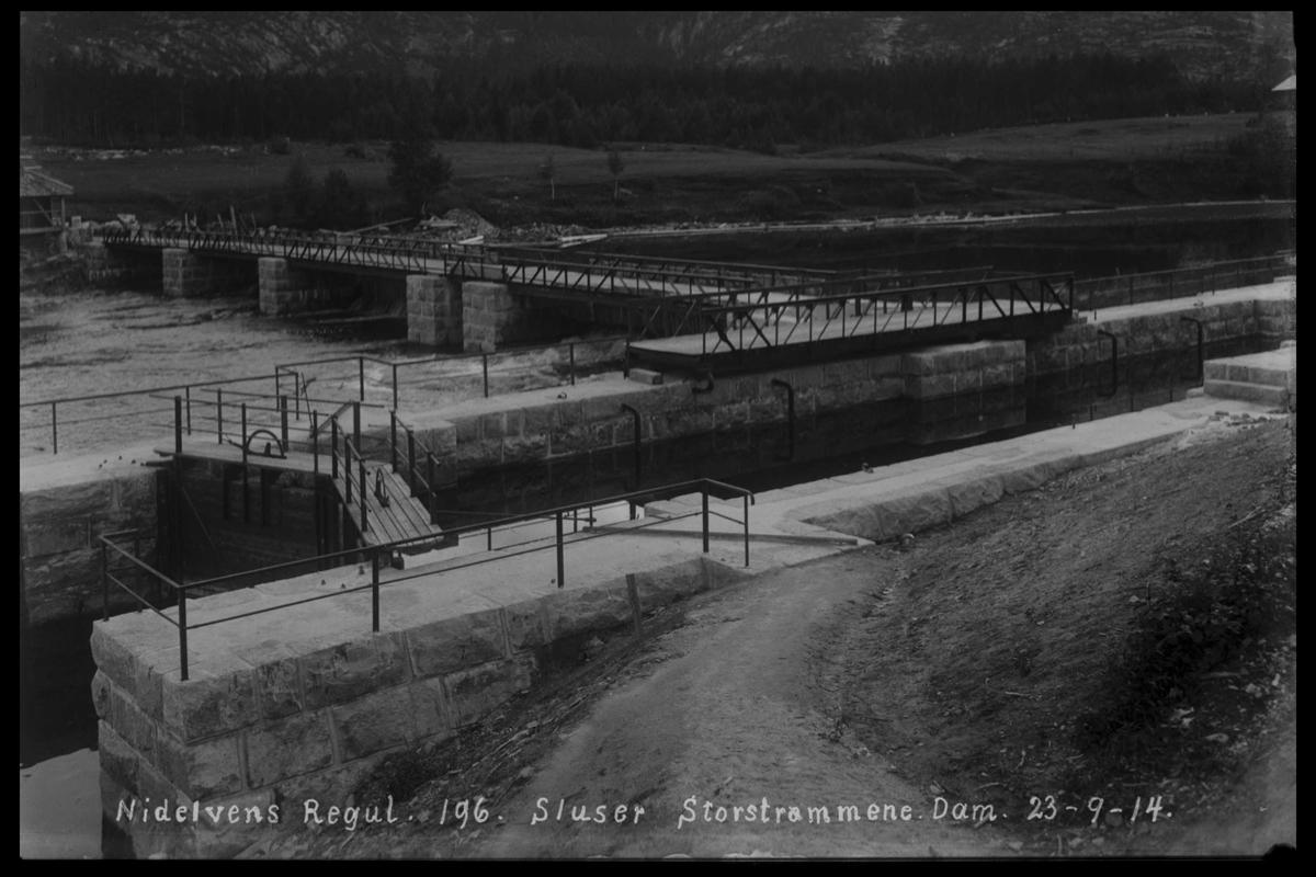 Arendal Fossekompani i begynnelsen av 1900-tallet CD merket 0446, Bilde: 6 Sted: Storestraumen Beskrivelse: Regulering. Dam og sluser