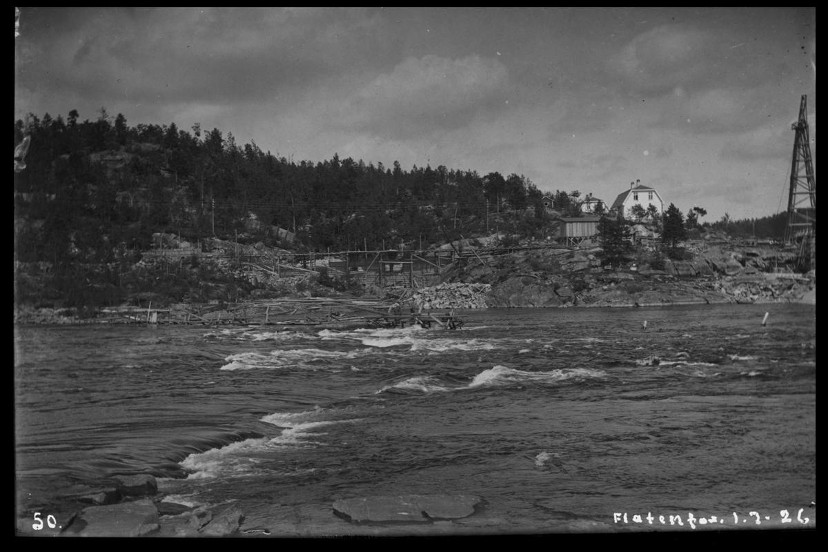 Arendal Fossekompani i begynnelsen av 1900-tallet CD merket 0468, Bilde: 60 Sted: Flaten Beskrivelse: Fra Olsbu. Mot bolig og taubanemast