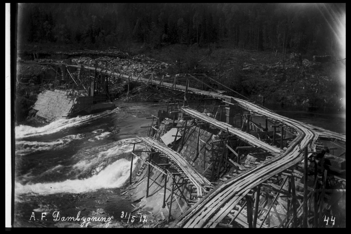 Arendal Fossekompani i begynnelsen av 1900-tallet CD merket 0565, Bilde: 39 Sted: Haugsjå Beskrivelse: Byggearbeid transportbånd