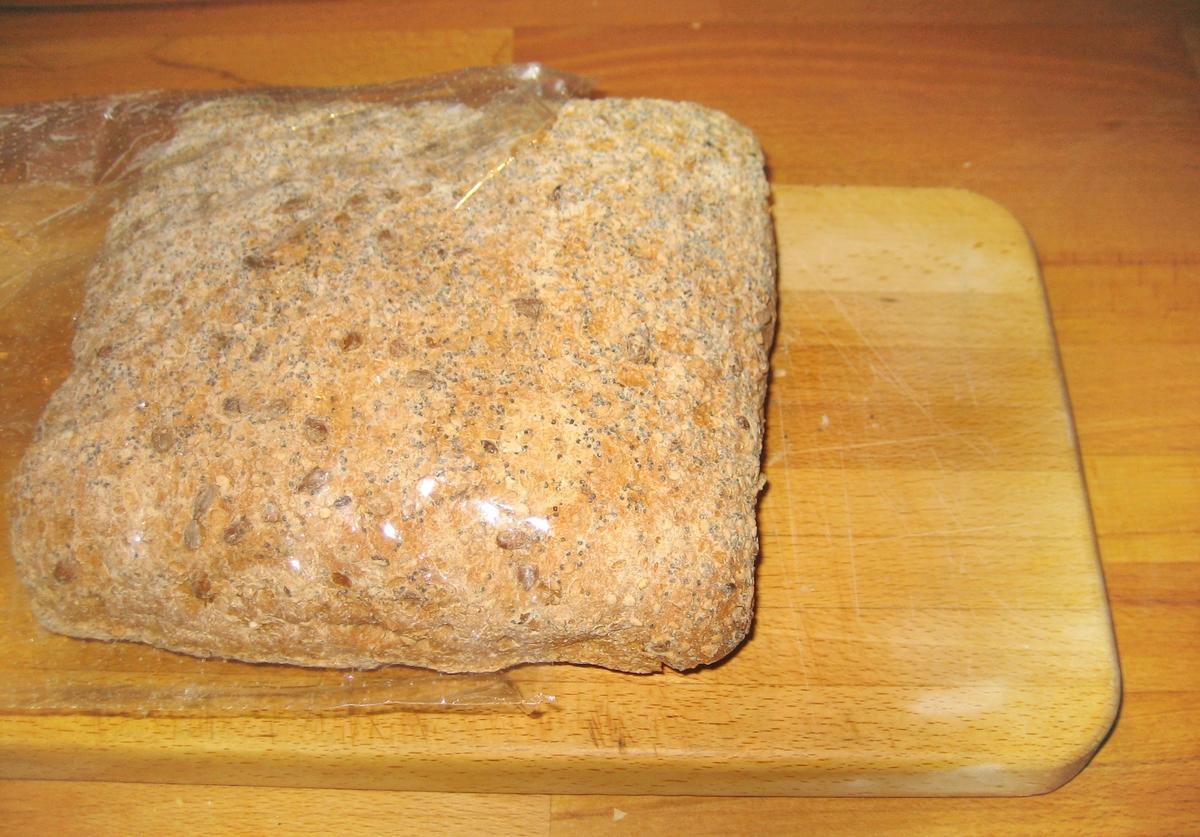 På klistermerket på brødposen er motivet en klokkeskive med et kornaks i midten.