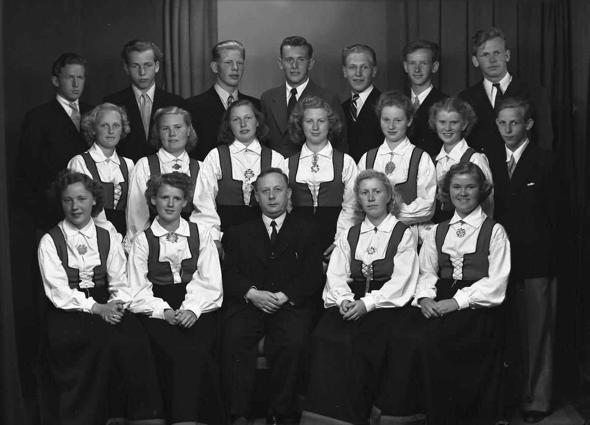 Grimstad middelskole med lærer Nils Løkkebø