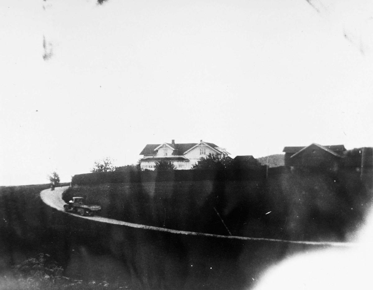 Tomter Landhandleri Huset på bakketoppen, veien fram dit