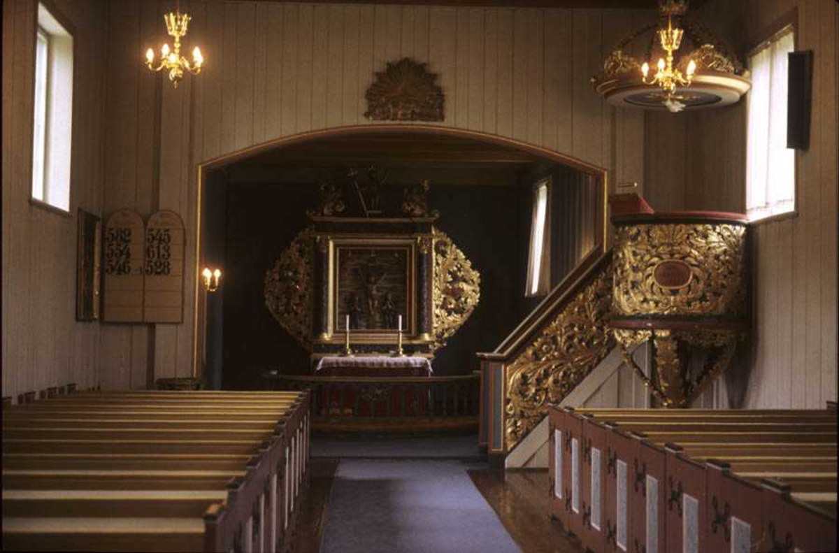 Hakadal kirke, interiør