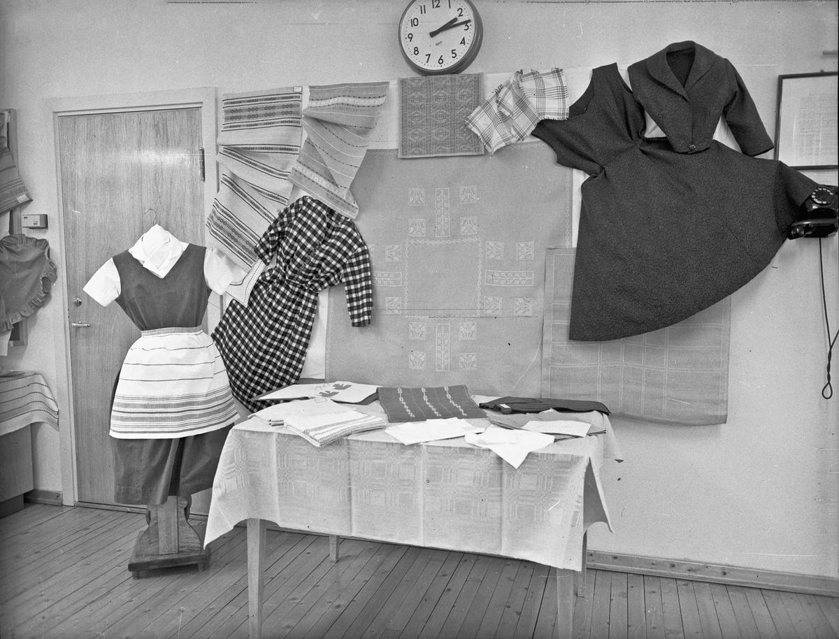 Utstilling av håndarbeid. Stell av klær og sko.