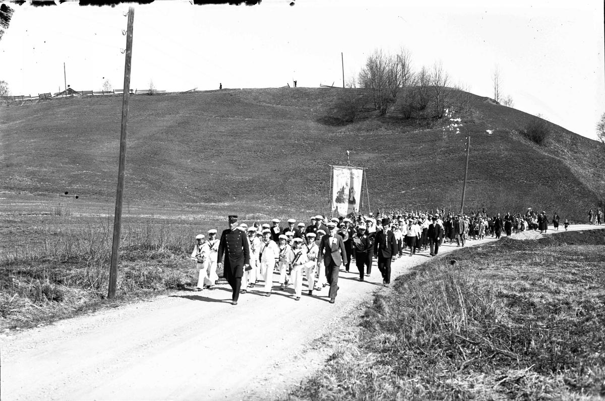 Bøn skolekorps og elever i 17. mai tog