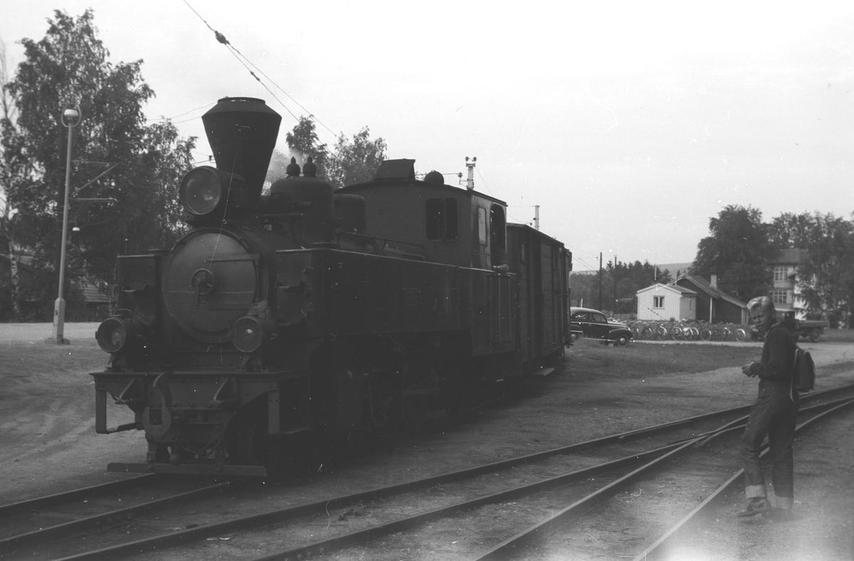 Skifting ved godsrampa på Sørumsand stasjon.