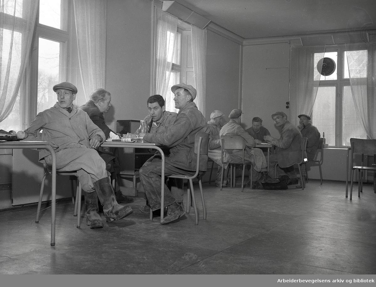 Nedre Foss Mølle, spisesalen, .desember 1950