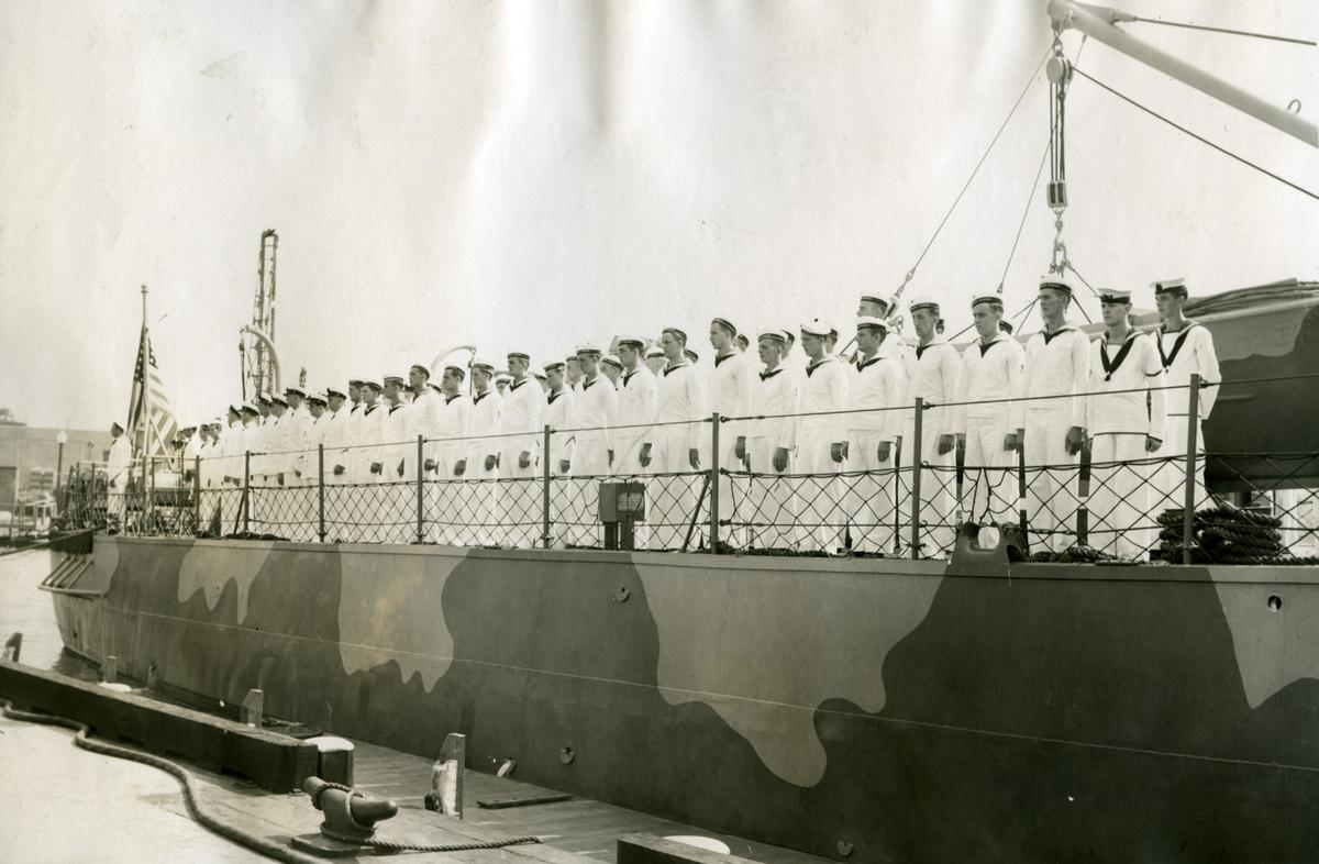 Album Ubåtjager King Haakon VII 1942-1946 Mannskapet like før mottagelsen. 16.09.1942.