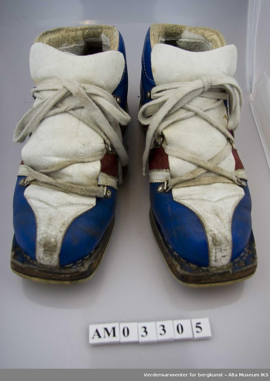 Form: Sko m/snøring, dobbel tunge og spor for kandahar