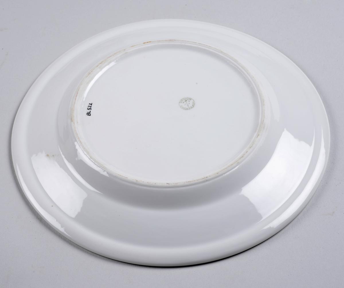 Rund tallerken uten dekor.
