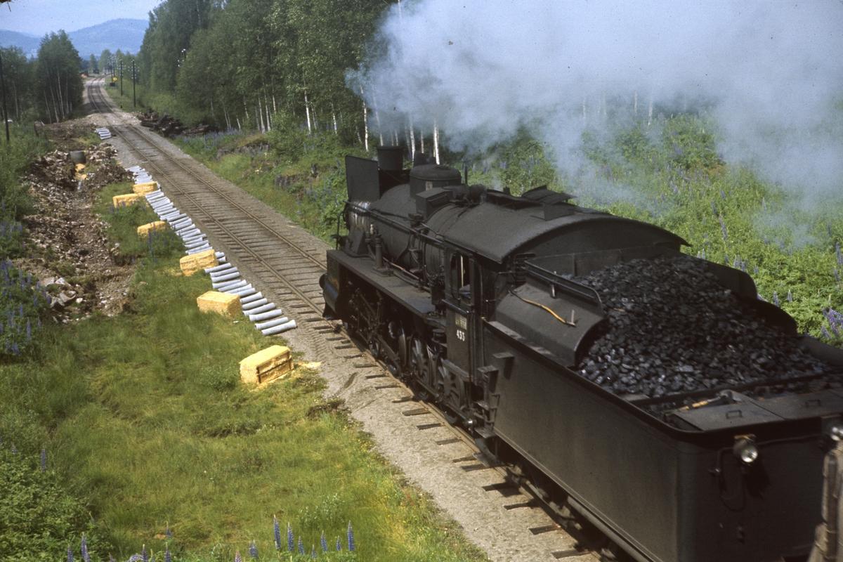 Godstog på Solørbanen. Banearbeid.