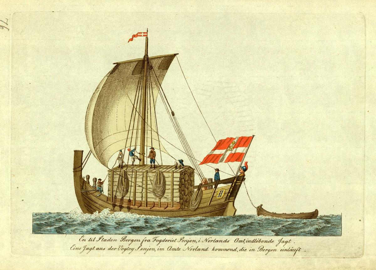 Fullastet jekt under seil med robåt på slep. Mannskap i arbeid, flagg akterut. På vei fra Senja, Troms til Bergen.