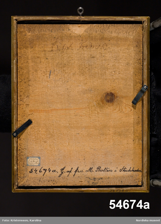 A. Herrporträtt, kungaporträtt, bröstbild. B. Damporträtt, drottningporträtt, midjestycke.