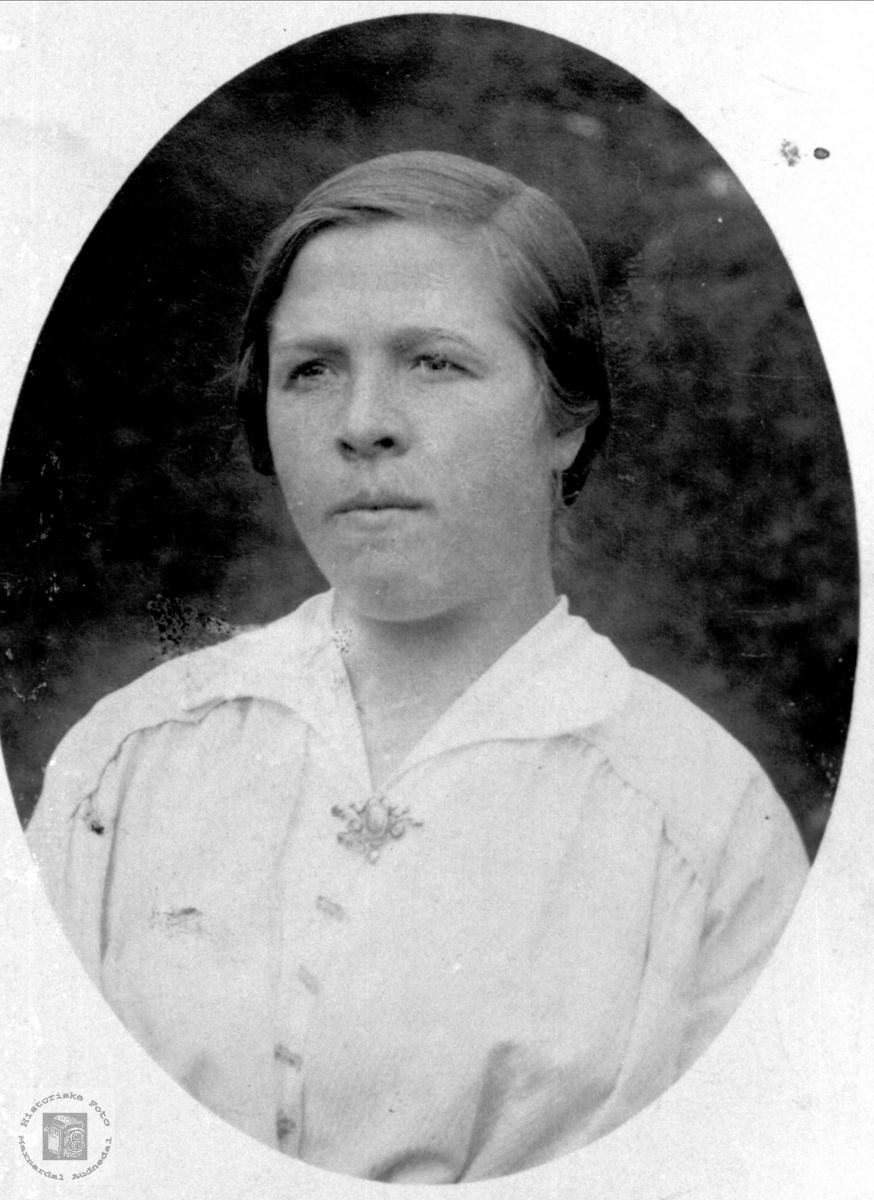 Portrett av Tora Åsan gift Skadberg, Bjelland.