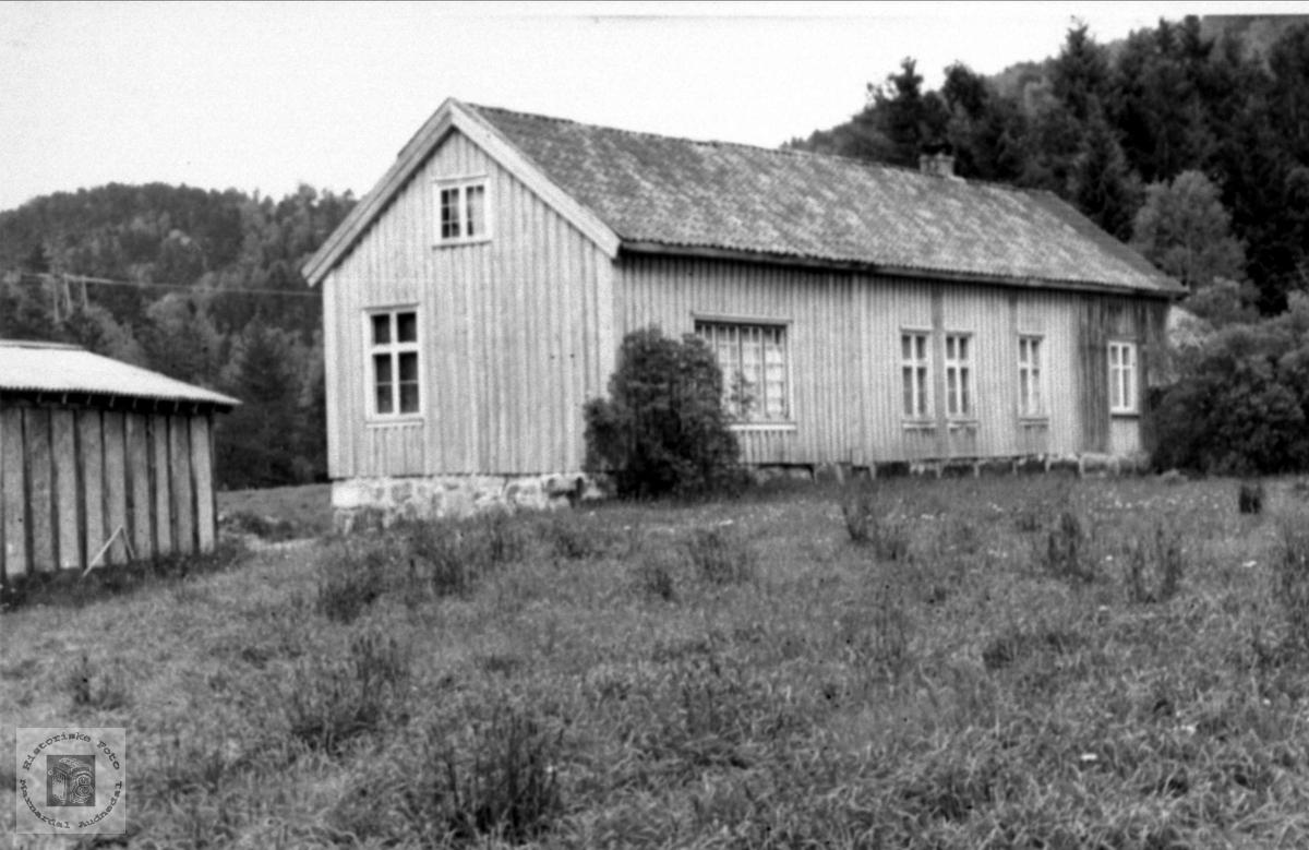 Skolehus. Trygsland skole, Bjelland.