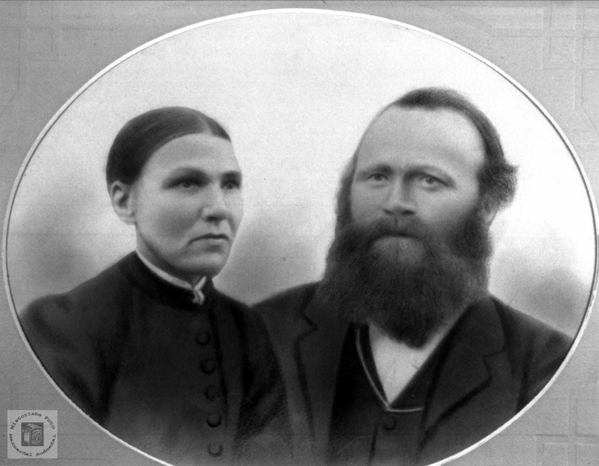 Portrett av ekteparet Berte Heddeland og Simon Usland, Øyslebø.