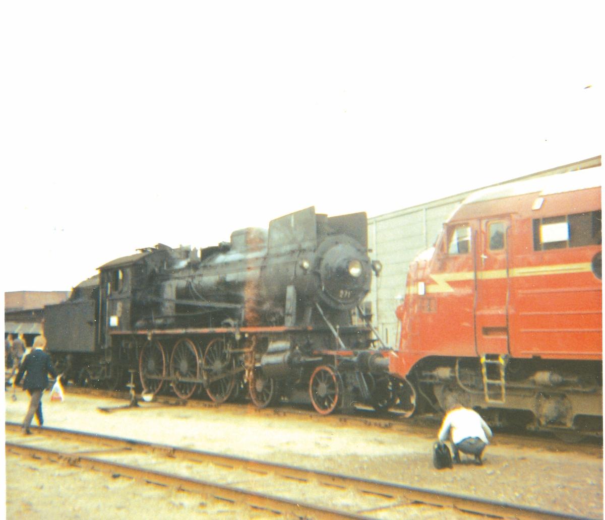 Damplok 30a nr. 271 ved lokstallen på Hamar stasjon, trukket frem for fotografering i forbindelse med SJKs besøk.