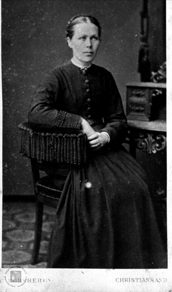 Portrett av Ingeborg Neset, Laudal.