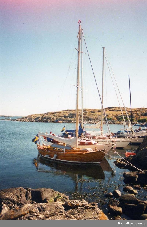 Klinkbyggd kosterbåt, (K-38/K-32). Bordläggning i kraftig entums-ek. Båten har ursprungligen varit  gaffelriggad.