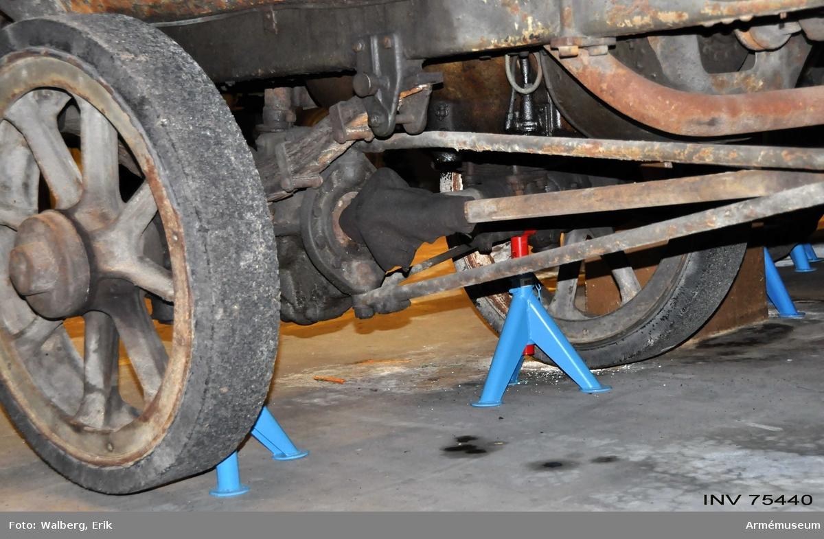 """Grupp F. VI b. 4-hjulsdriven """"lastbil"""" märkt """"Stockholms Tygstation"""" 1920-talet."""