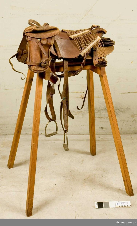 Grupp K:I.  1 par sadel- och hästskofickor till sadel med tillbehör för belgiska artilleriet 1883.