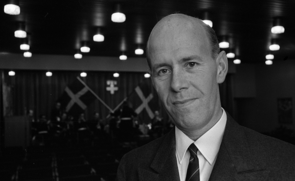 Major Holm, Lions 1 december 1967.  Personen på bilden är generalmajor (senare generallöjtnant) Karl Eric Holm (1919-2016). Vid fototillfället 1967 var han stabschef i Bergslagens militärområde (1966-1968).