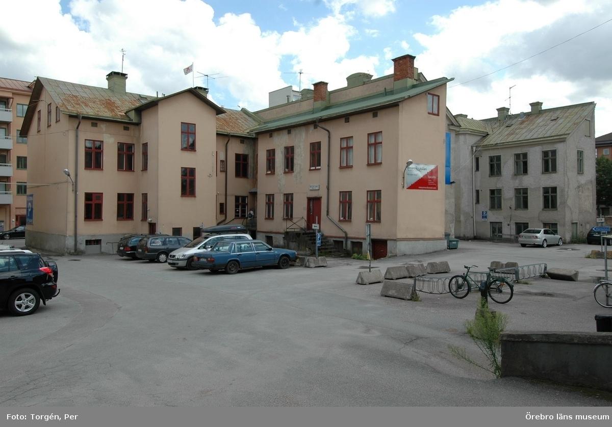 Dokumentation av fastigheterna Längan 9 och 23.Bostadshus, Fabriksgatan 10, 12 och 14 samt gårdshus.Dnr: 2006.250.366