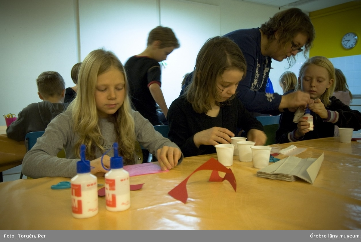 Julprogram (pedagogisk verksamhet) på Länsmuseet, 2007.Johanna Björck tar emot en klass från Lillåns skola, Örebro.