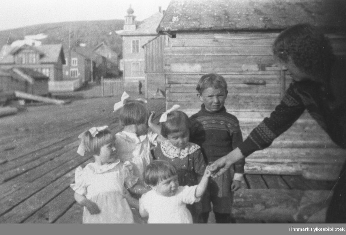 Unger på Martenskaia i Kiberg.