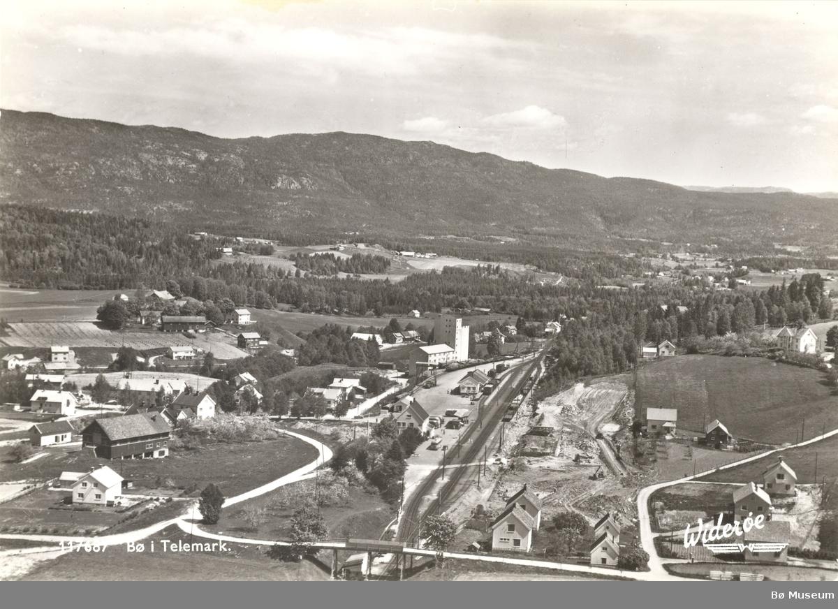Bø jernbanestasjon, Bø i Telemark