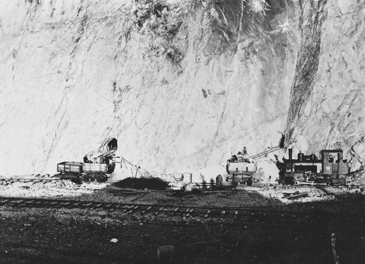 Stenbruddet i Berlevåg. Fra stoll-anlegget før storsprenginga i 1934 (?).