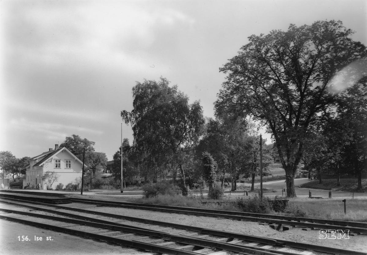 Fra Ise jernbanestasjon på Østfoldbanens østre linje.