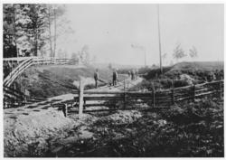 Ved Sætra gård, omtrent der det senere ble anlagt planoverga