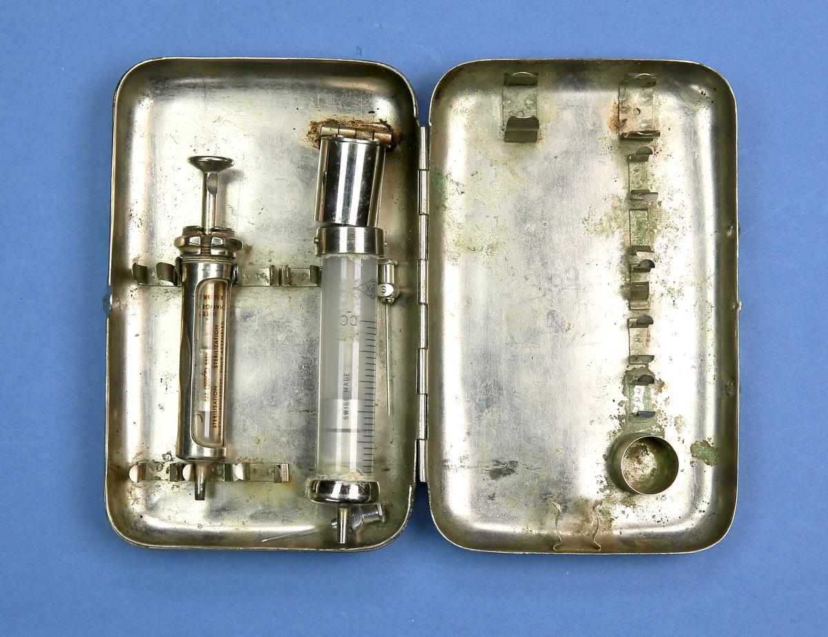 Sprøyter i metalletui