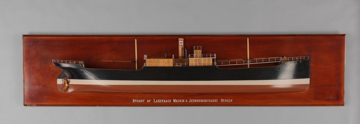 Halvmodell av DS RAGNAROK, bg. 1905 tilhørende rederi Johan C. Giertsen, Bergen. Bygget ved Laxevaag´s Maskin og Jernskibsbyggeri, Bergen.