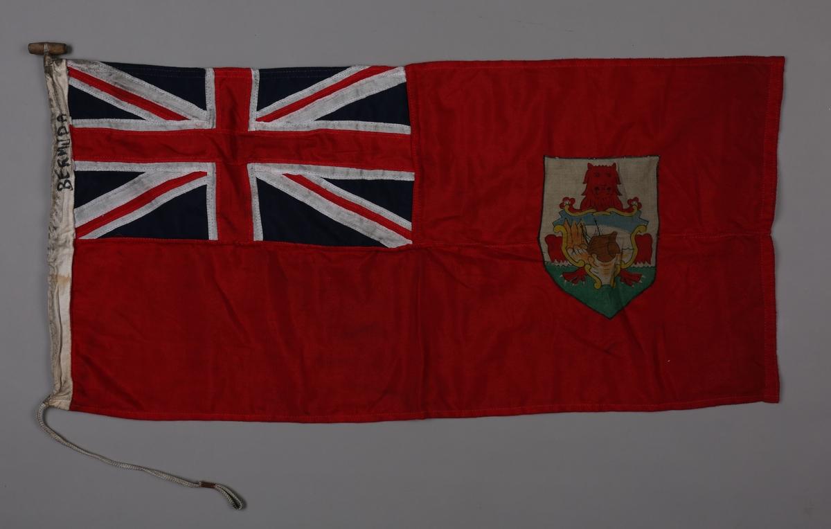 Rektangulært flagg med det britiske unionsflagget (Union Jack) i kantonen og med koloniens våpen i høyre del av flagget. Koloniens våpen viser en rød løve om holder et våpenskjold hvorpå vises vraket av skipet SEA VENTURE.