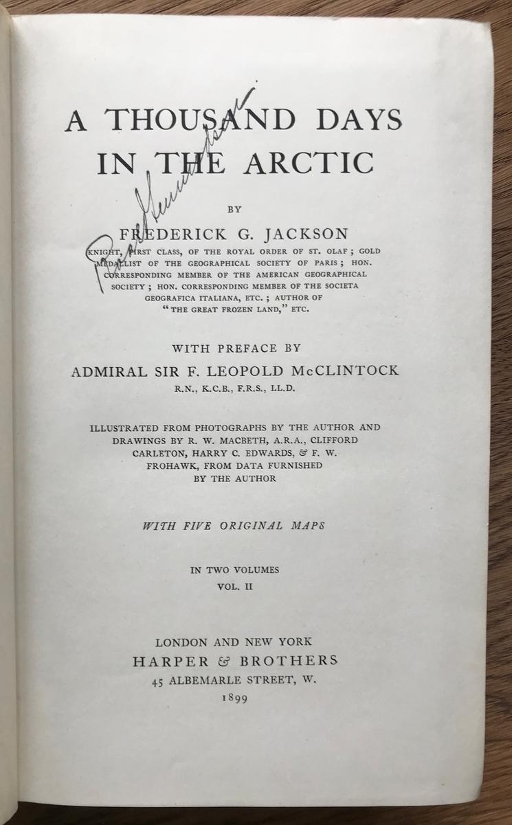 Bok. Jackson, Frederic : A thousand days in the arctic I-II. London & N.Y. 1899. Blått bind med gullskrift. Vannskadet bind. På tittelblad: Roald Amundsen